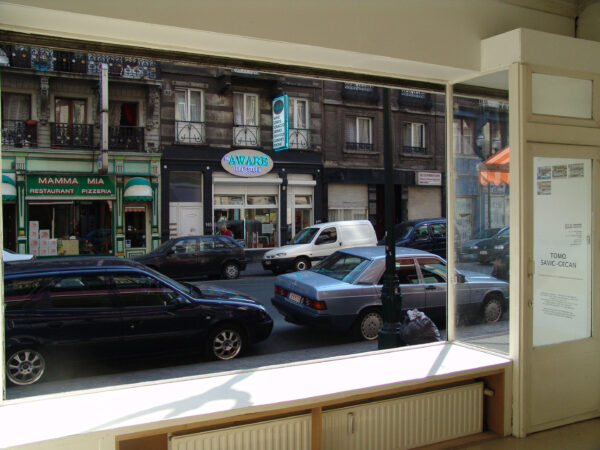 THE GALLERY'S WINDOW-PANE IS TRANSFORMED INTO DRINKING GLASSES TOMO SAVIC GECAN - THE GALLERY'S WINDOW-PANE IS TRANSFORM INTO DRINKING GLASSES